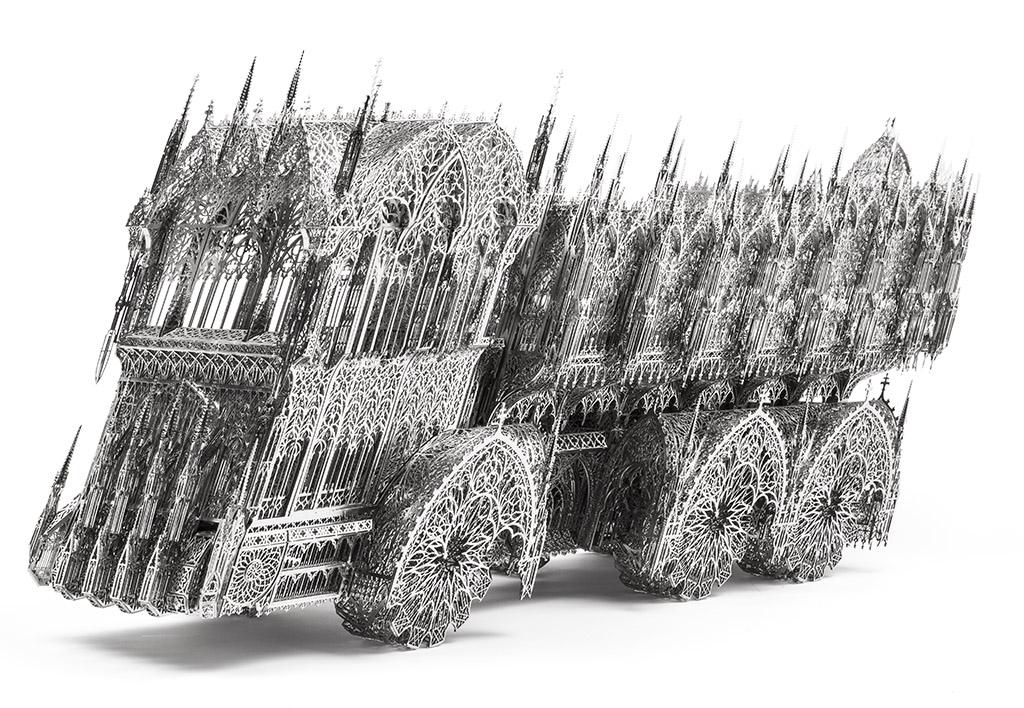 Вим Дельвуа. Перекошенный грузовик (модель, выполненная в масштабе 1/6). 2012. Предоставлено галереей Гари Тацинцян и студией художника