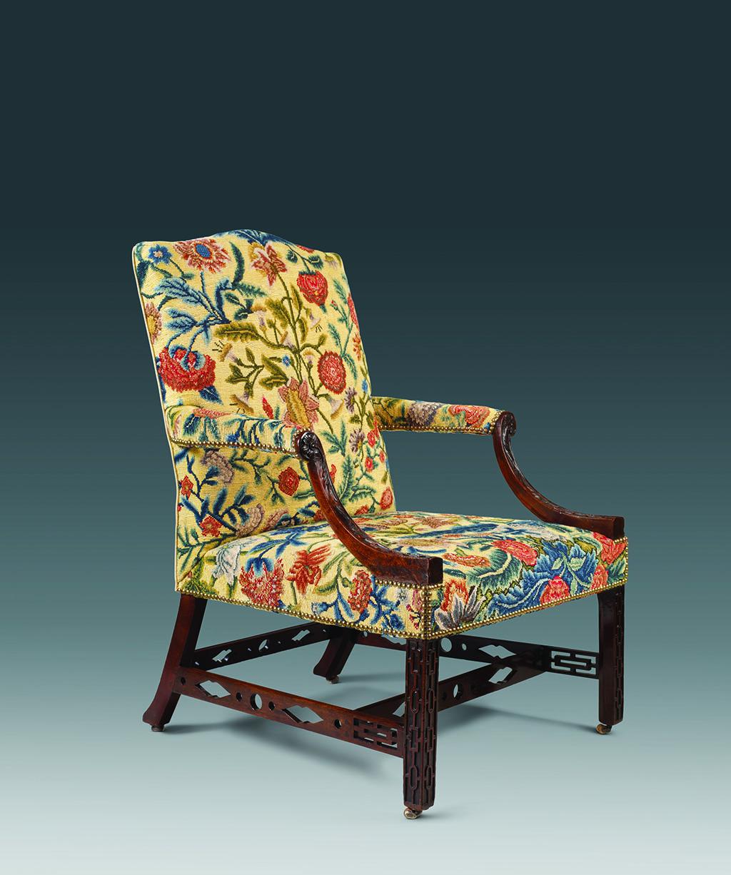 Кресло «Гейнсборо» в стиле Чиппендейла Красное дерево, обивка, шелк Англия, около 1760 г. Галерея «Mallett», Лондон - Нью-Йорк