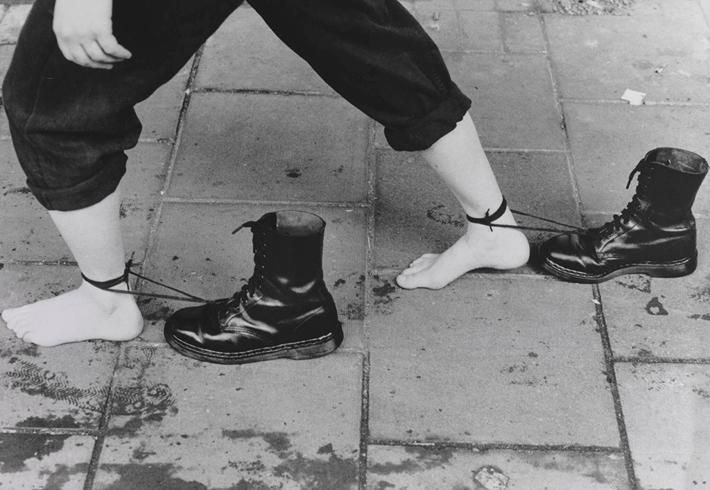 Performance Still 1985/1995 Presented by Tate Patrons 2012 Photo: Edward Woodman, Courtesy White Cube © Mona Hatoum