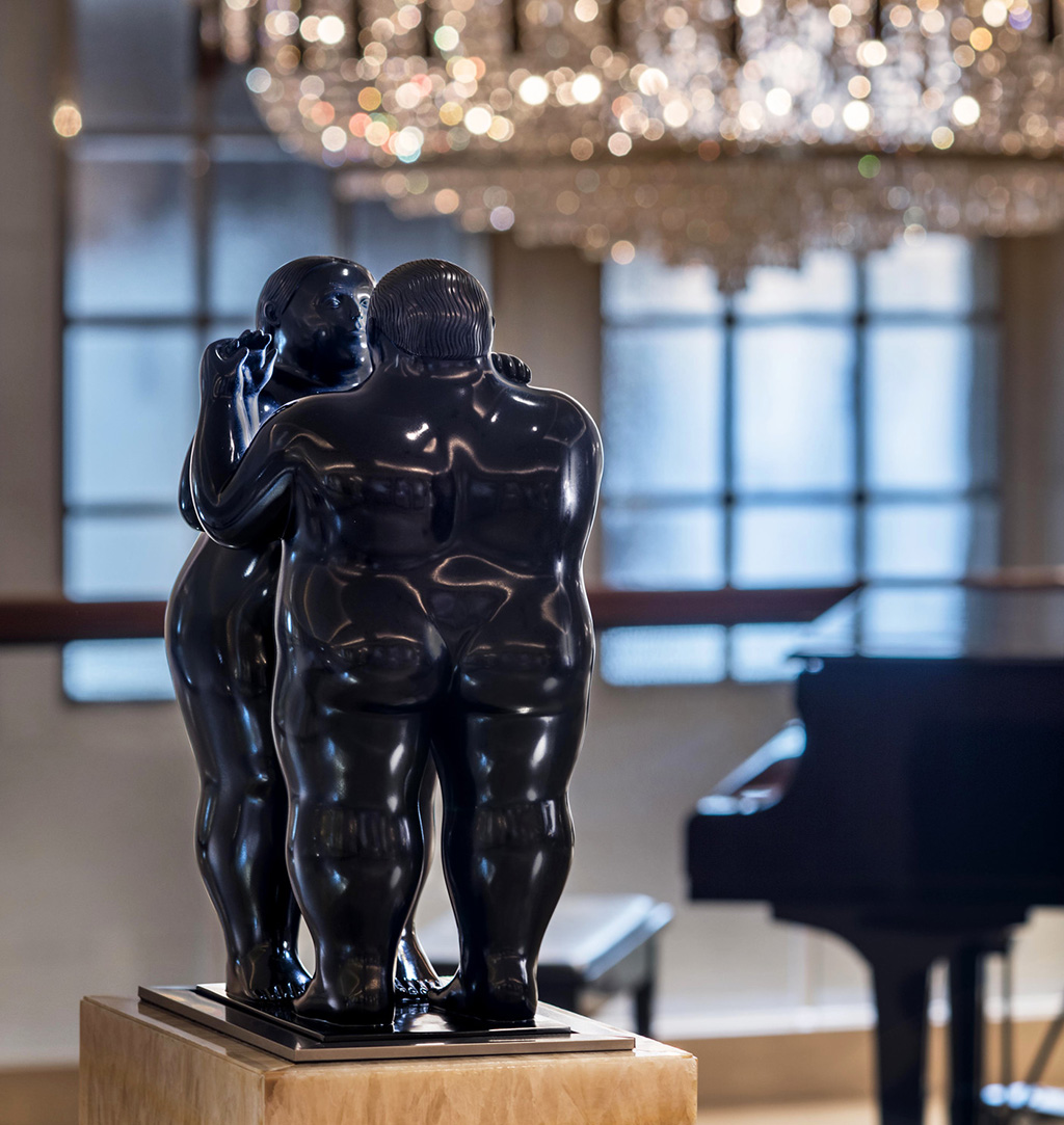 "Fernando Botero ""Dancing Nude Couple"" (c) The St. Regis Singapore"