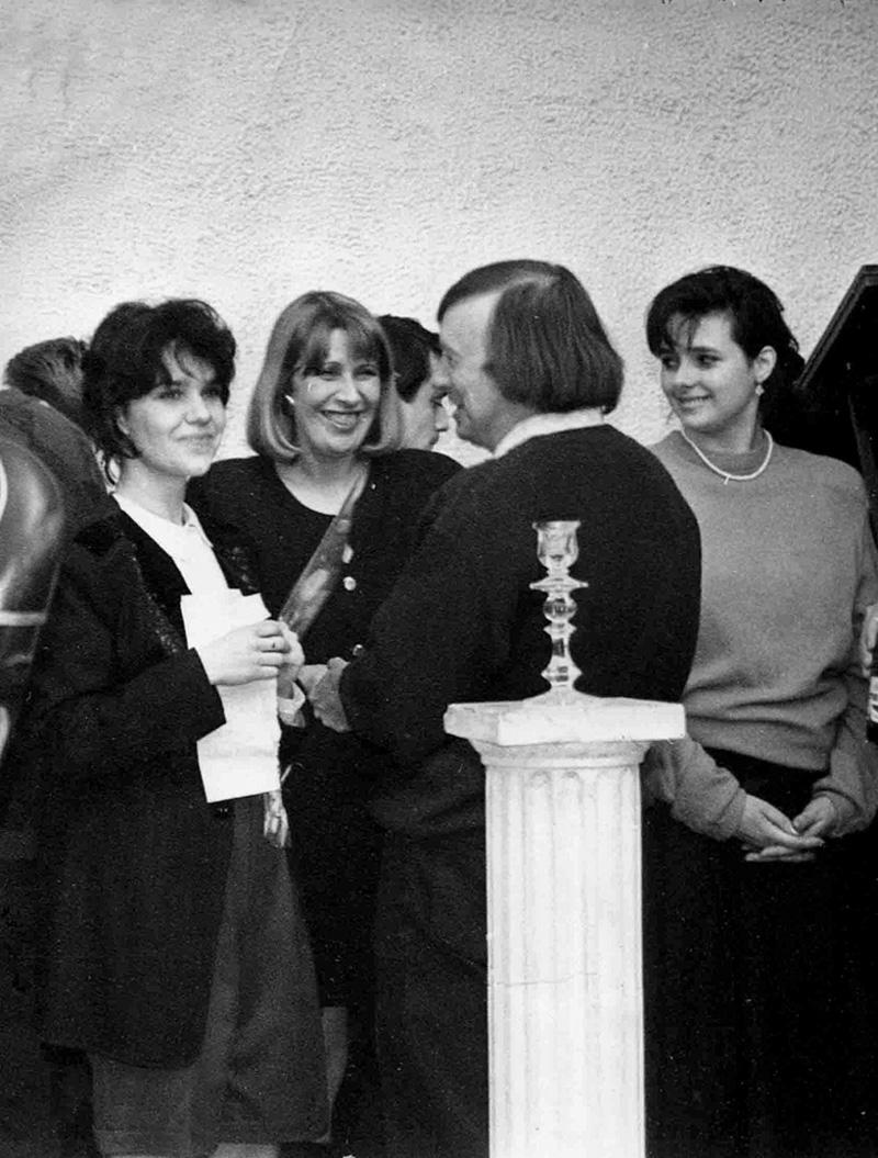 М.Лошак и Е.Языкова. Первый день рождения галереи «Роза Азора»