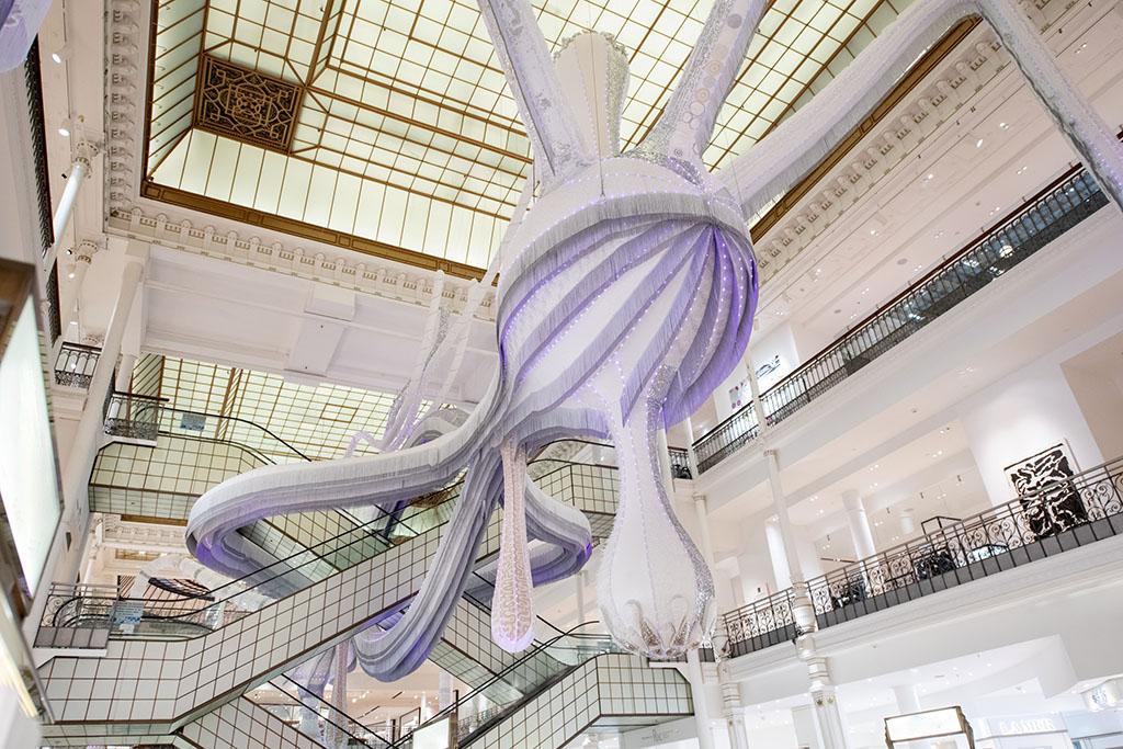 Инсталляция в парижском универмаге